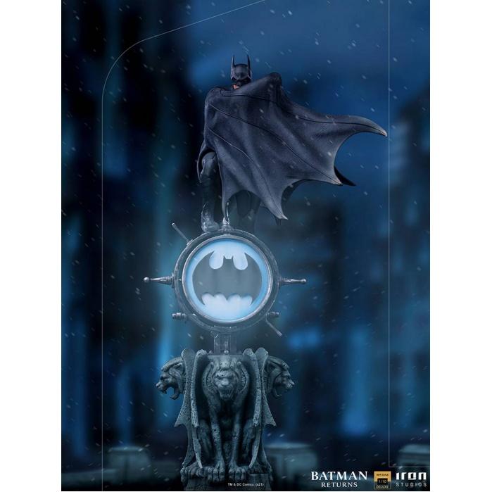 DC Comics: Batman Returns - Deluxe Batman 1:10 Scale Statue Iron Studios Product