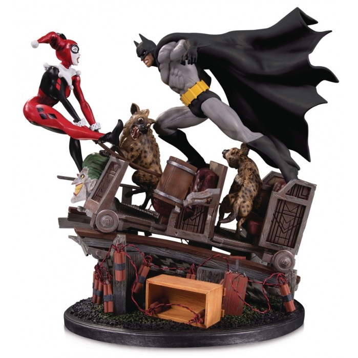 DC Comics: Batman vs Harley Quinn Battle Statue Second Edition Diamond Select Toys Product