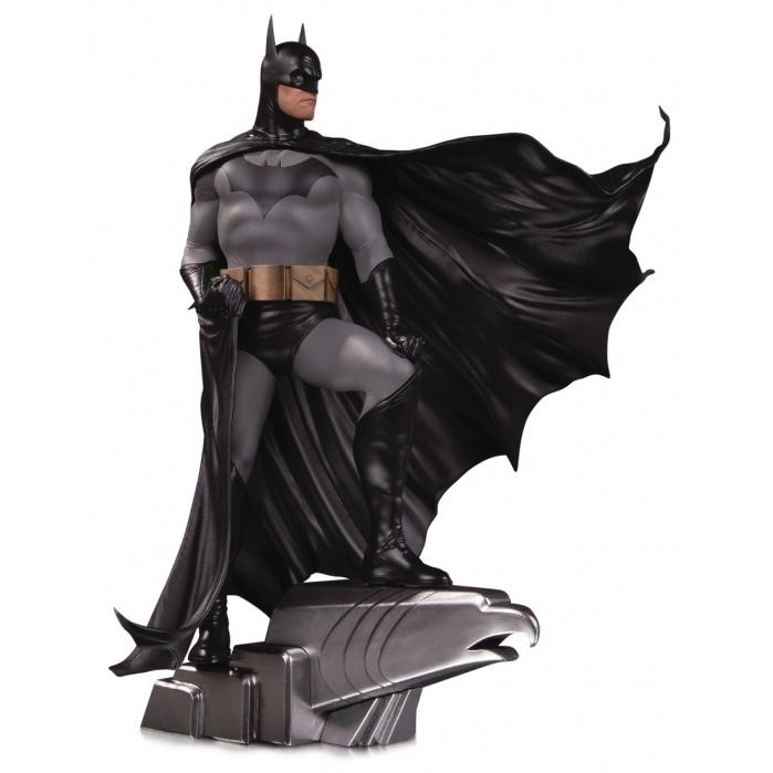 DC Comics: Designer Series - Batman Deluxe Statue by Alex Ross Diamond Select Toys Product