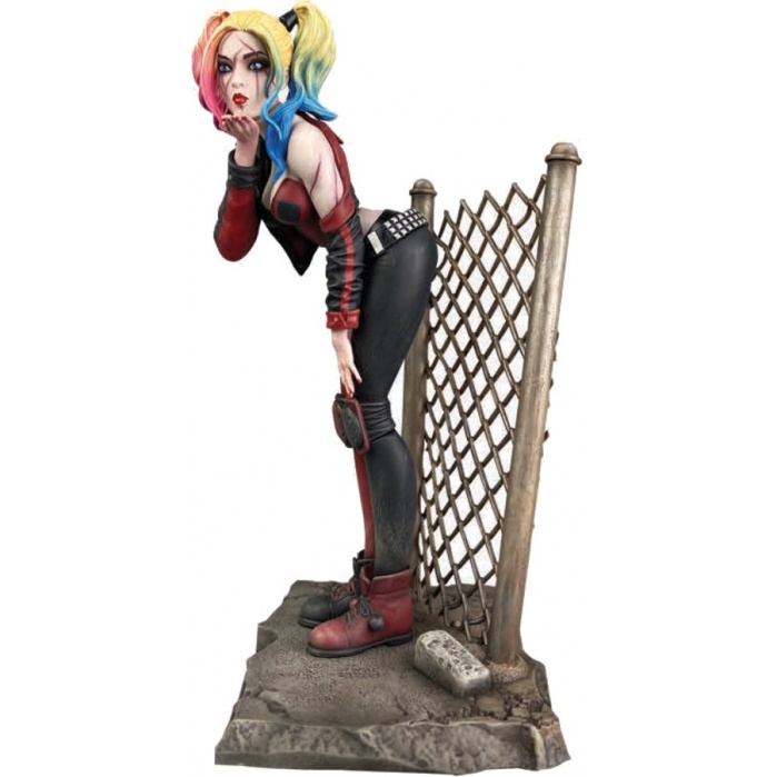 DC Comics Gallery: Dceased Harley Quinn PVC Statue Diamond Select Toys Product