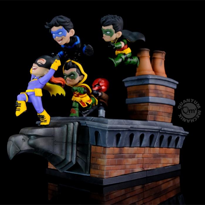 DC Comics: Gotham Rooftop Q-Master Diorama Quantum Mechanix Product