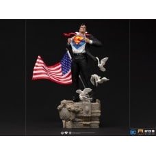 DC Comics: Superman - Deluxe Clark Kent 1:10 Scale Statue | Iron Studios
