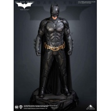 DC Comics: The Dark Knight - Regular Batman 1:3 Scale Statue | Queen Studios