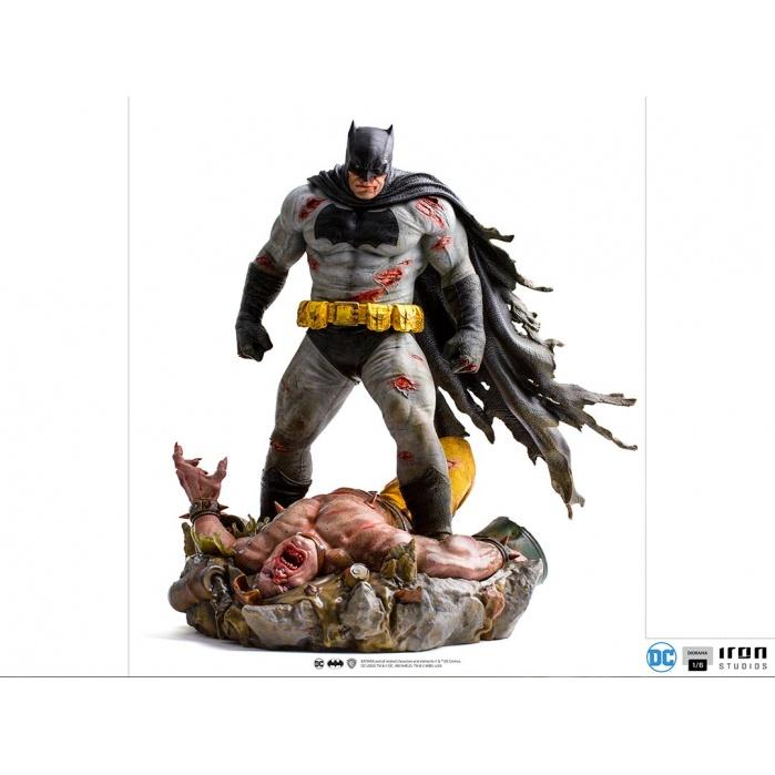DC Comics: The Dark Knight Returns - Batman 1:6 Scale Diorama Statue Iron Studios Product