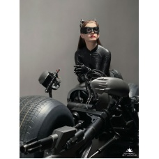 DC Comics: The Dark Knight Rises - Catwoman 1:3 Scale Statue   Queen Studios