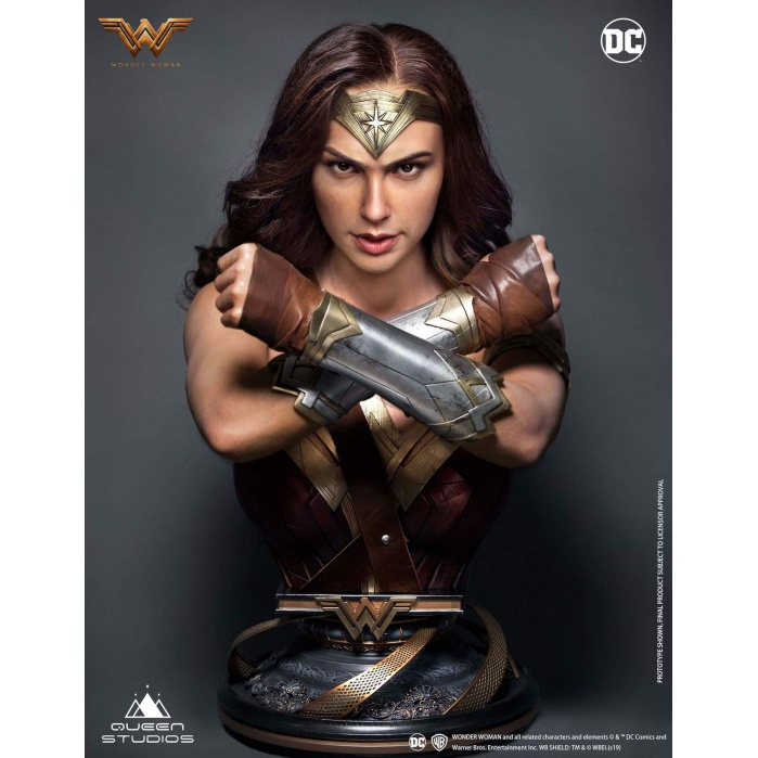 DC Comics: Wonder Woman 1:1 Scale Bust Queen Studios Product