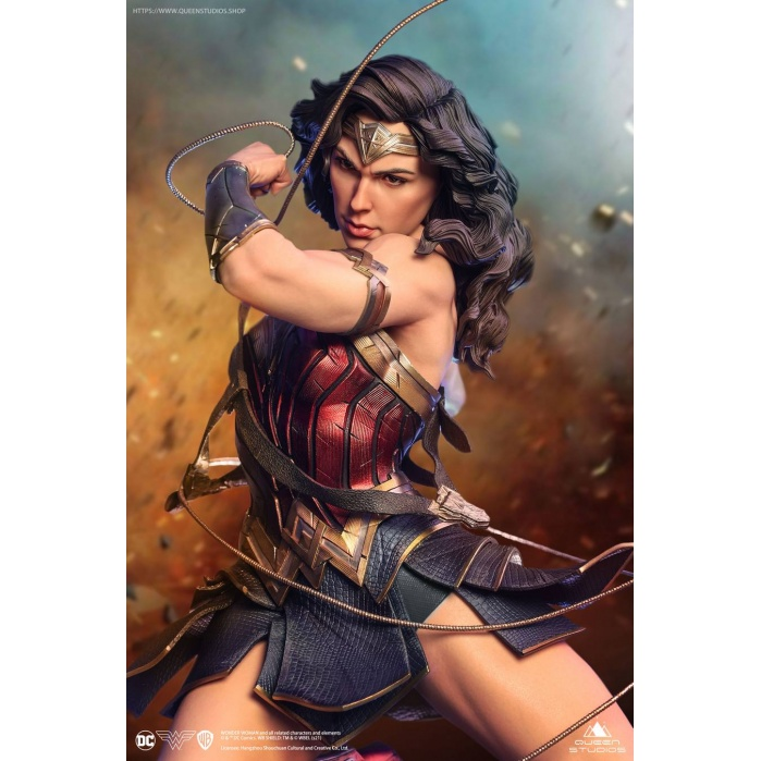 DC Comics: Wonder Woman 1:4 Scale Statue Queen Studios Product