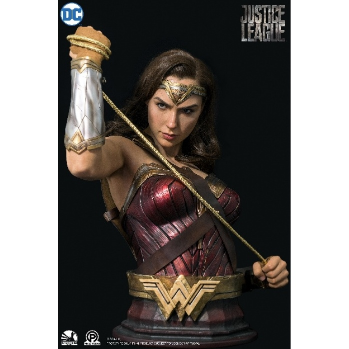 DC Comics: Wonder Woman Life Sized Bust Infinity Studio Product
