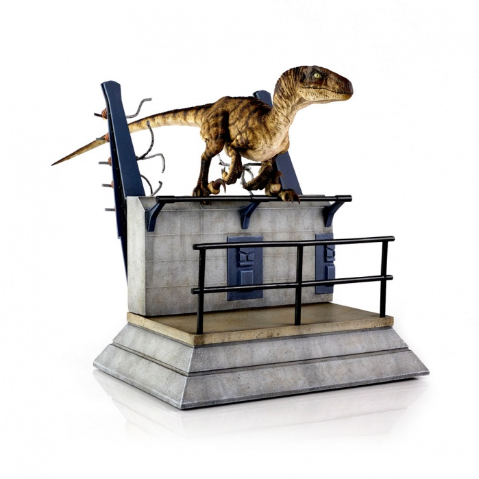 Jurassic Park: Breakout Raptor Statue Chronicle Collectibles Product