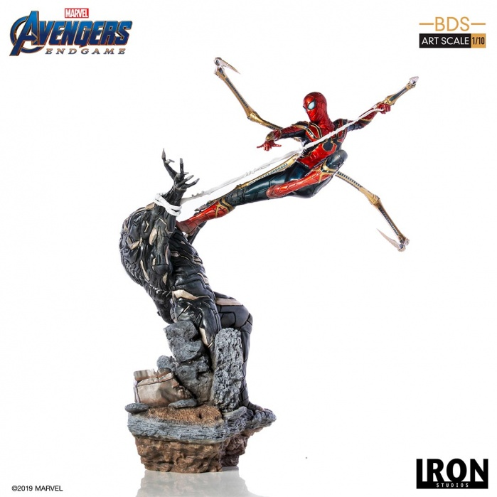 Marvel: Avengers Endgame - Iron Spider vs Outrider 1:10 Scale Statue Iron Studios Product